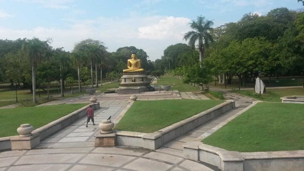 Viharamahadevi Park - Buddha Statue