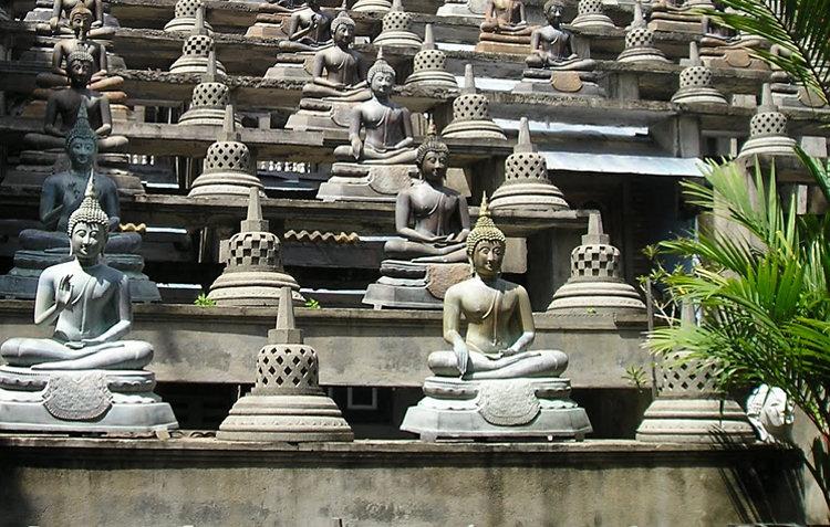 Ganagaramaya temple buddha statues